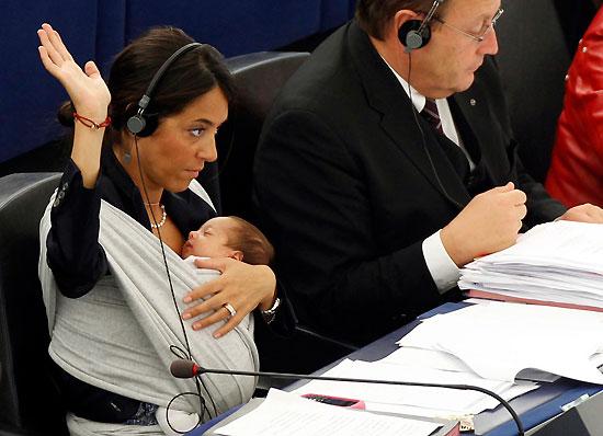 Critiche aziendali alla maternità? Io voglio una donna con la gonna