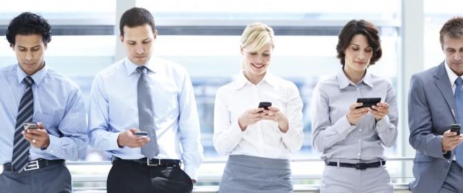 Il galateo dell'interazione tra il cellulare aziendale e quello personale
