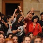 studenti università applaudono