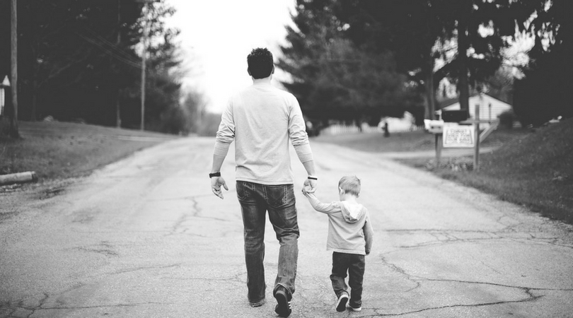 Figli che non ascoltano i padri (e cercano risposte sui social)