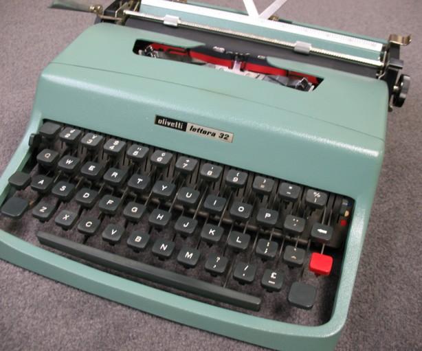macchina da scrivere giornalisti olivetti