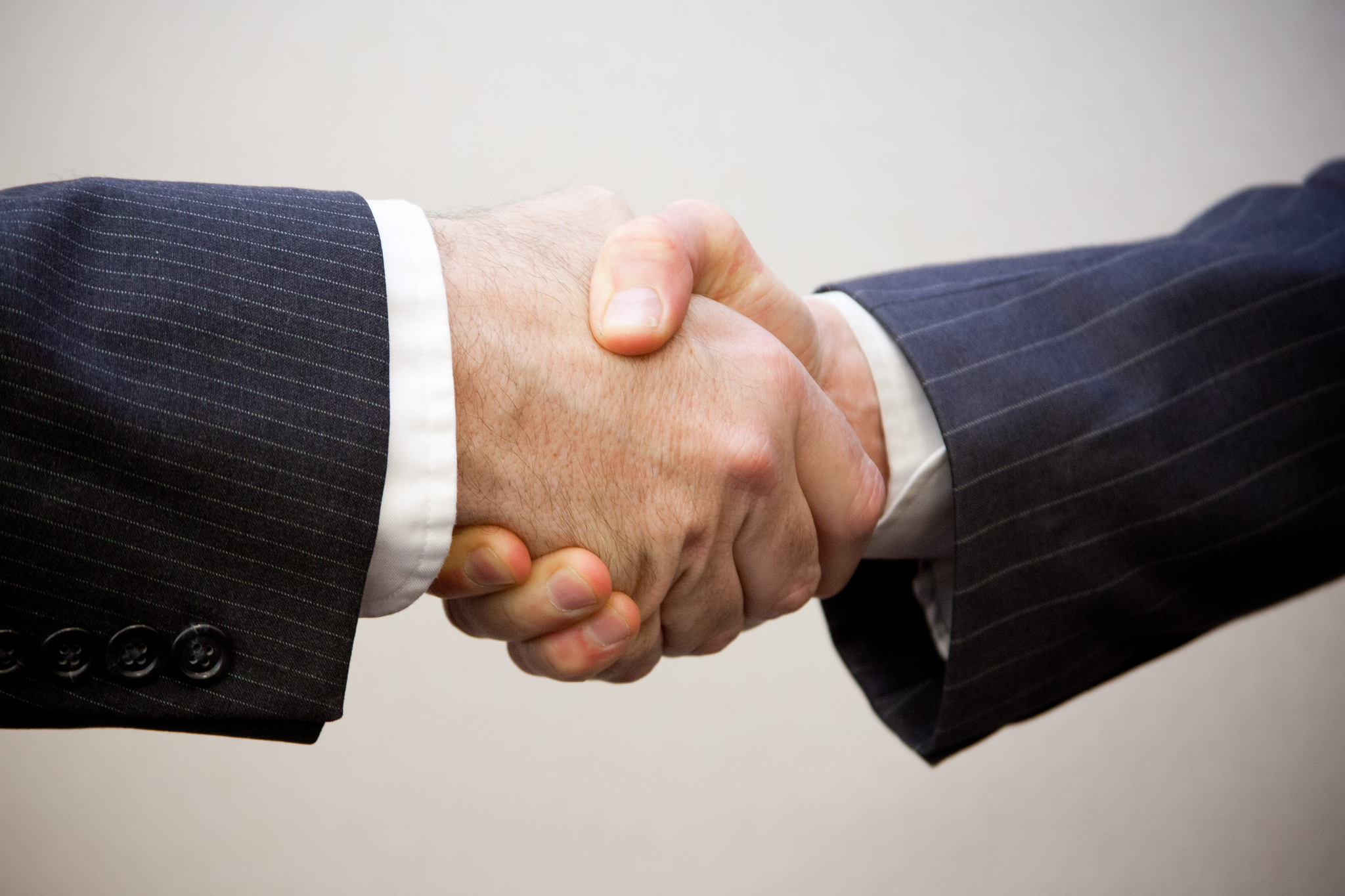 franchising: stretta di mano tra professionisti