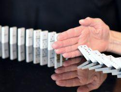 tessere del domino: funzionamento attività influencer