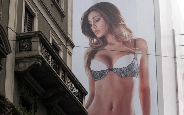 cartellone in Corso Buenos Aires con Belen Rodriguez