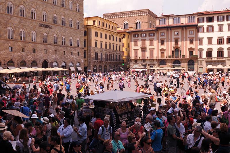 centri storici affollati: piazza Signoria a Firenze