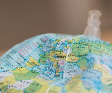 mappamondo depresso sull'Italia: il Made in Italy è a rischio con l'assottigliamento delle frontiere