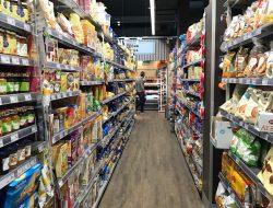 Interno di un supermercato aperto h24