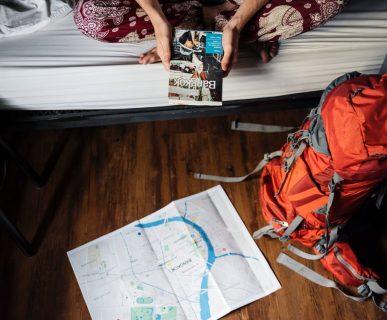 Una viaggiatrice, cliente del settore turistico.