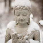 Buddha, emblema di meditazione, zen e motivazione