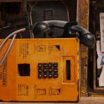 Un vecchio telefono, esempio di tecnologia obsoleta. Non è meglio il social selling?