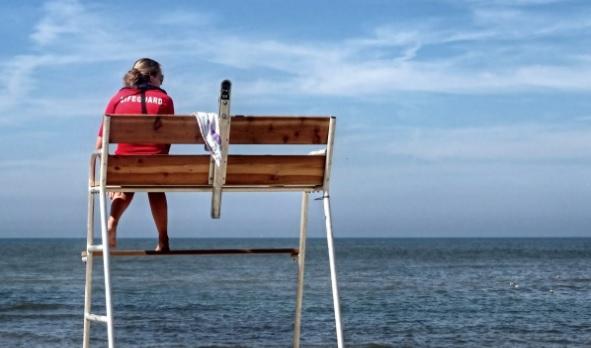 Un bagnino, tipico lavoro stagionale.
