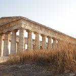 Un tempio greco a Segesta: il turismo necessita protocolli di data protection.