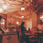 L'interno di uno dei ristoranti etnici di Hadi Noori