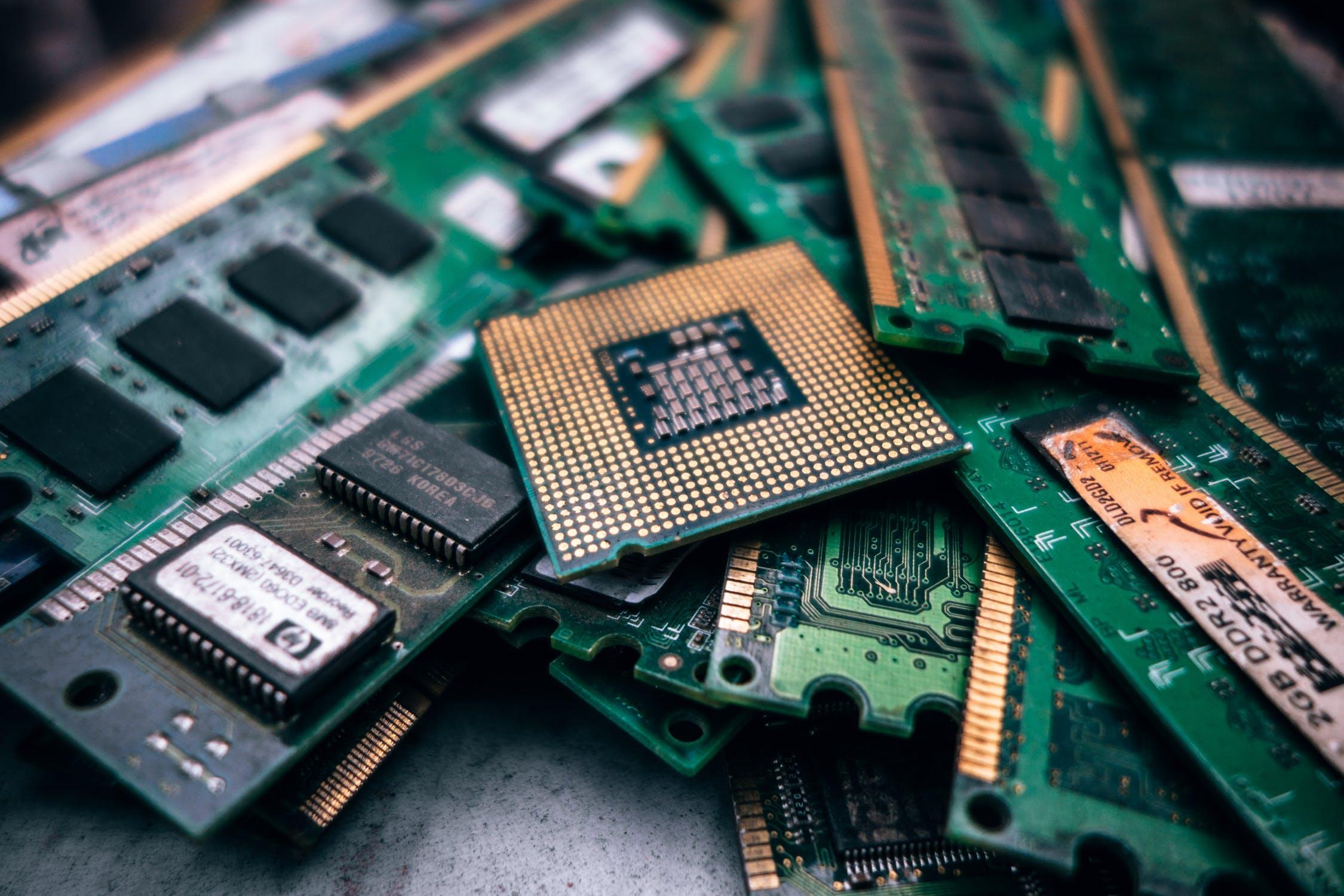 Dei processori, utensili da lavoro per maker e artigiani digitali.