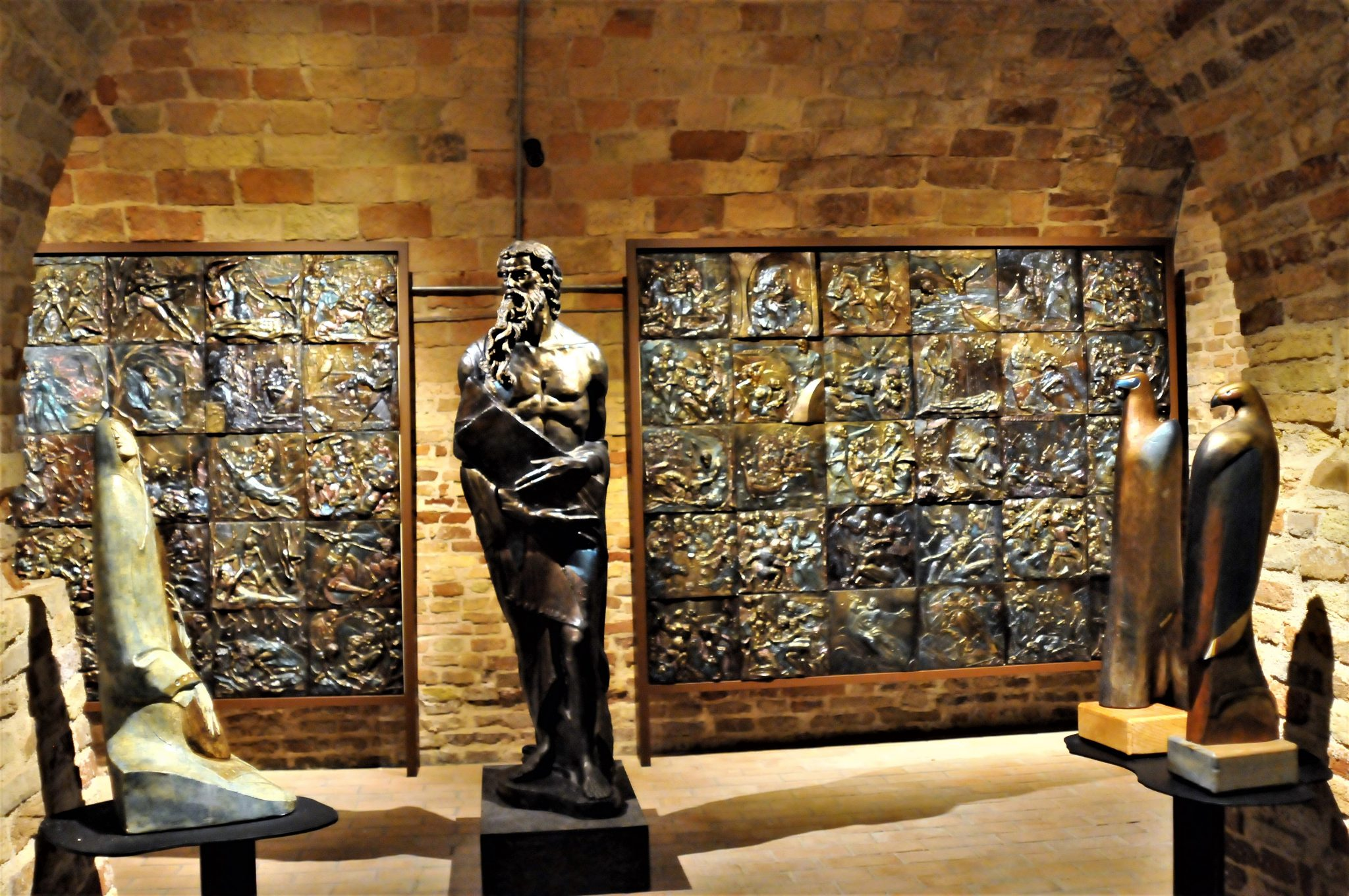 Alcune opere dello scultore Sergio Tapia Radic.