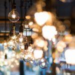 Lampadine accese: nell'epoca dell'innovazione, le idee fanno forse troppa luce.