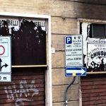 Serrande chiuse nel centro di Ancona.