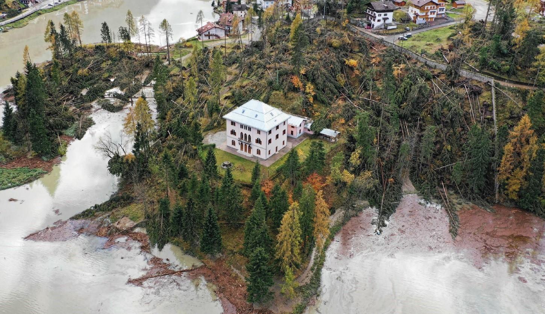 Alberi abbattuti e alluvioni nel disastro meteorologico che ha colpito il Veneto nell'autunno 2018.