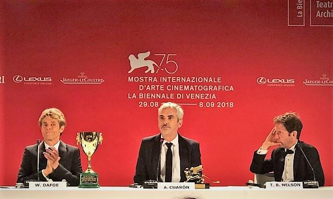 Alfonso Cuaron parla del suo Roma, prodotto e distribuito da Netflix, alla Biennale di Venezia.