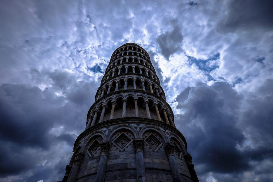 A Pisa sta su solo la Torre