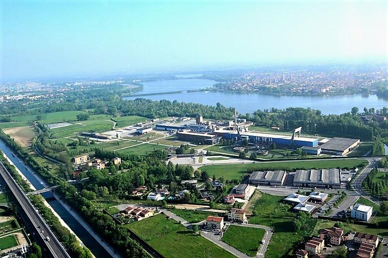 Una veduta aerea della cartiera di Mantova