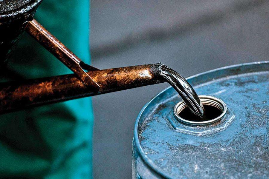 Il petrolio dei ricchi, la benzina dei poveri