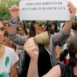 Turismo nei Sassi: materani manifestano contro il consumo del loro centro storico