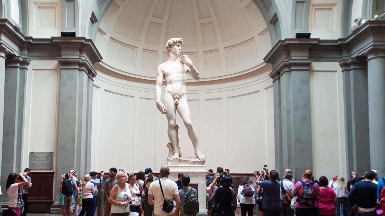 Materiale da guide turistiche: il David di Michelangelo esposto alla Galleria dell'Accademia di Firenze
