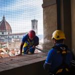 Turismo a Firenze: due operai edili al lavoro su un monumento ne sono pedine fondamentali