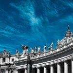 Uno dei musei a cielo aperto dell'Italia: il colonnato di San Pietro