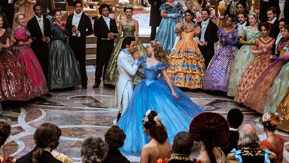 """Lavoro per le sartorie del cinema: una scena di ballo dal film """"Cenerentola""""."""