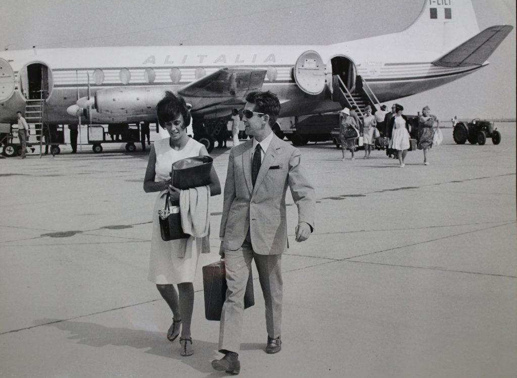 La decana delle segretarie del cinema, Paola Quagliero, con il produttore Franco Cristaldi in una foto d'epoca.