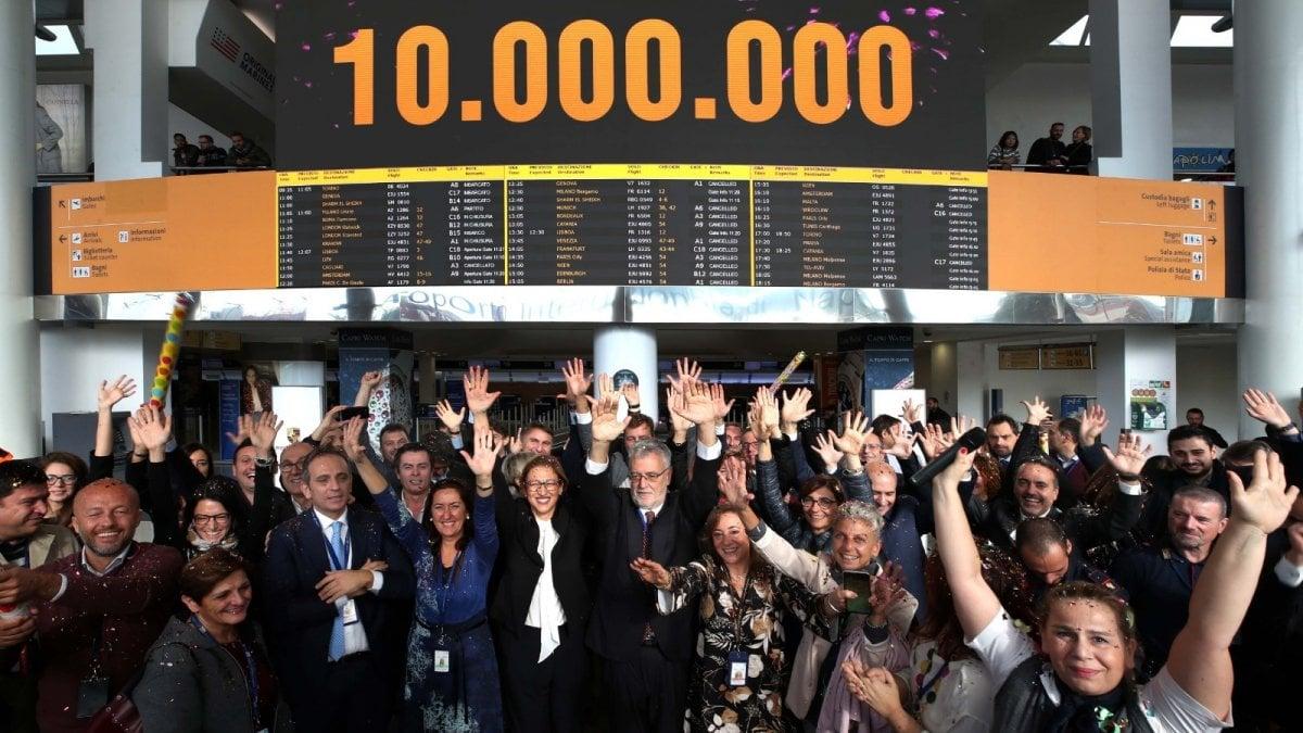La festa all'aeroporto di Capodichino in occasione dei dieci milioni di passeggeri