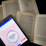 Presenza social degli editori: un tablet in mezzo ai libri