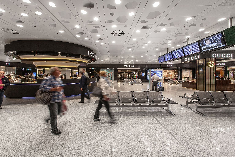 La Piazza del Lusso, galleria dello shopping Non Aviation del terminal di Malpensa.
