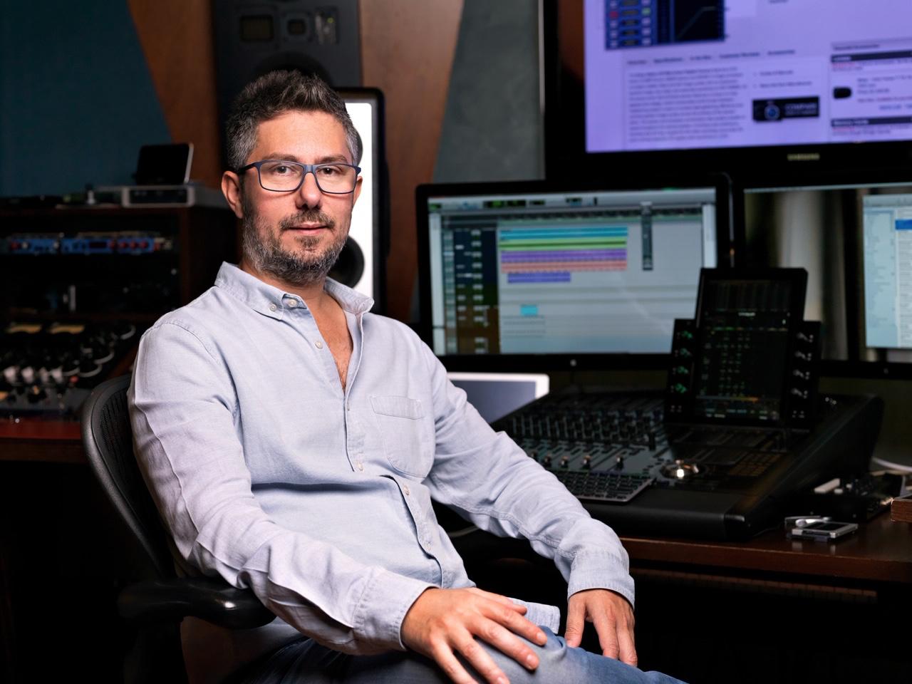 Michele Canova Iorfida nel suo studio di produzione