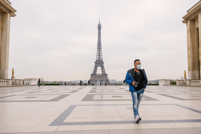 Francia, il coronavirus rende deserta la panoramica sulla Torre Eiffel.