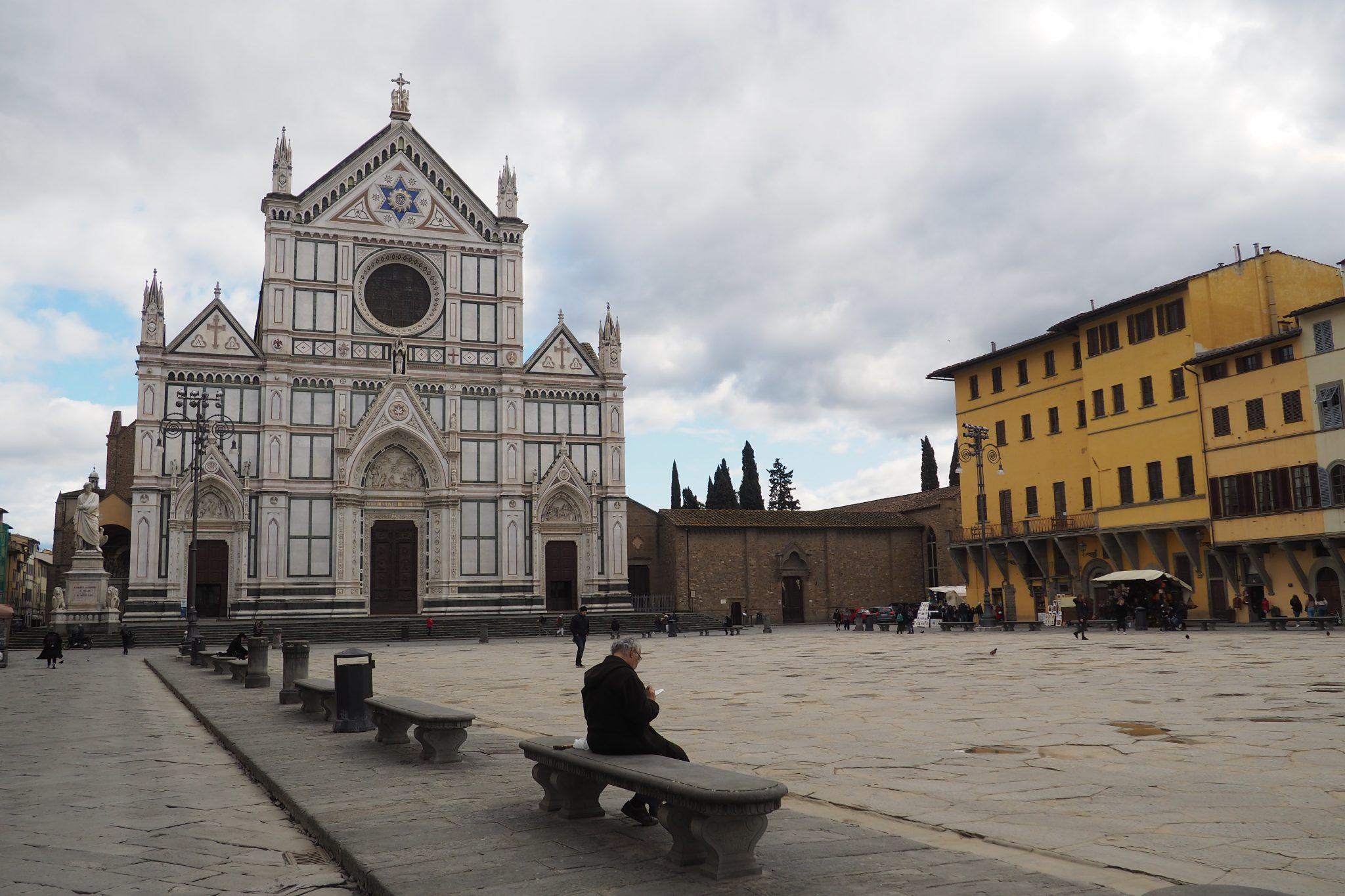 Firenze durante il coronavirus: Piazza Santa Croce deserta.