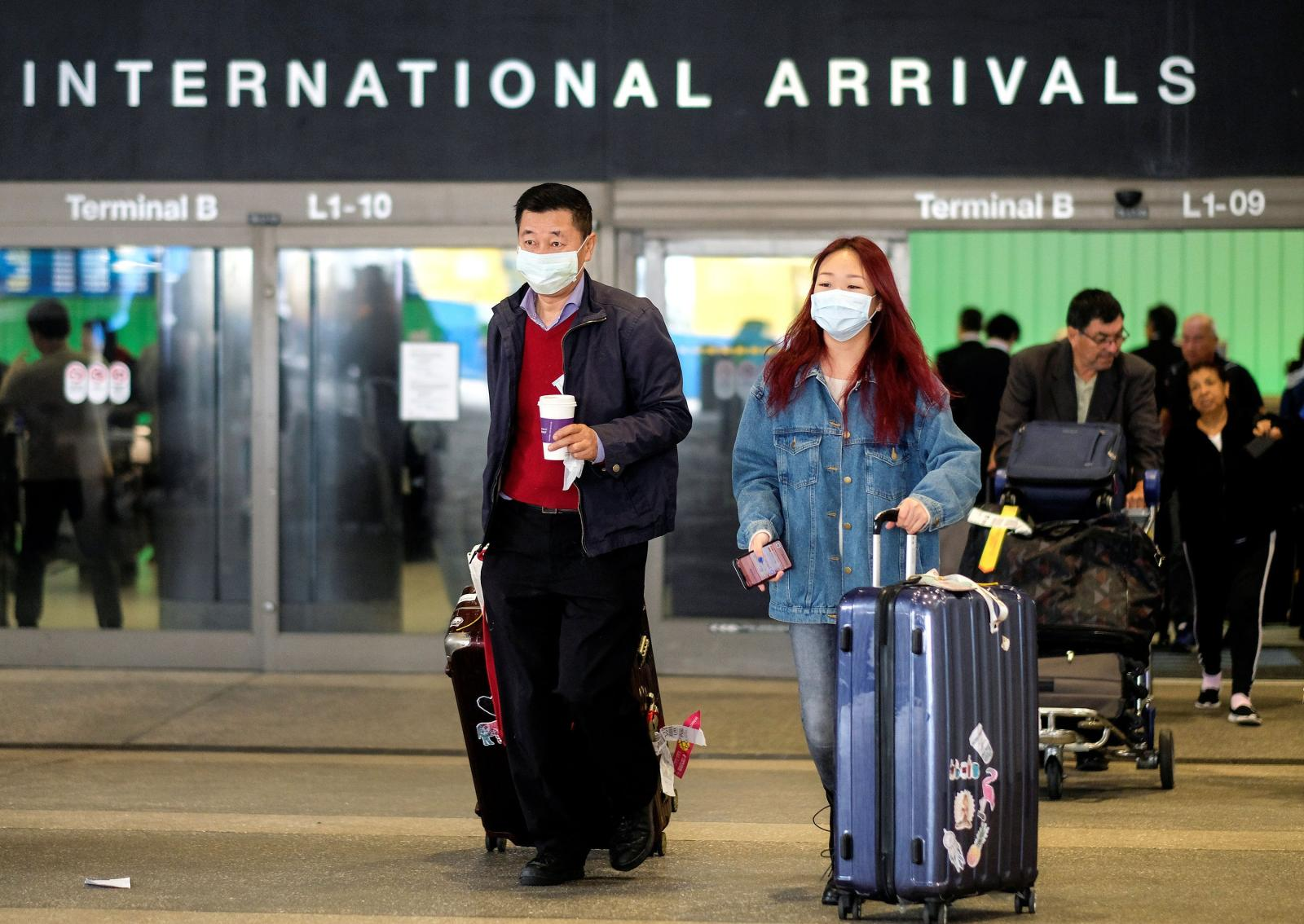 """Coronavirus, viaggio Bari-Hangzhou. """"Il pericolo dei voli annullati dall'Italia e gli scali a rischio contagio"""""""