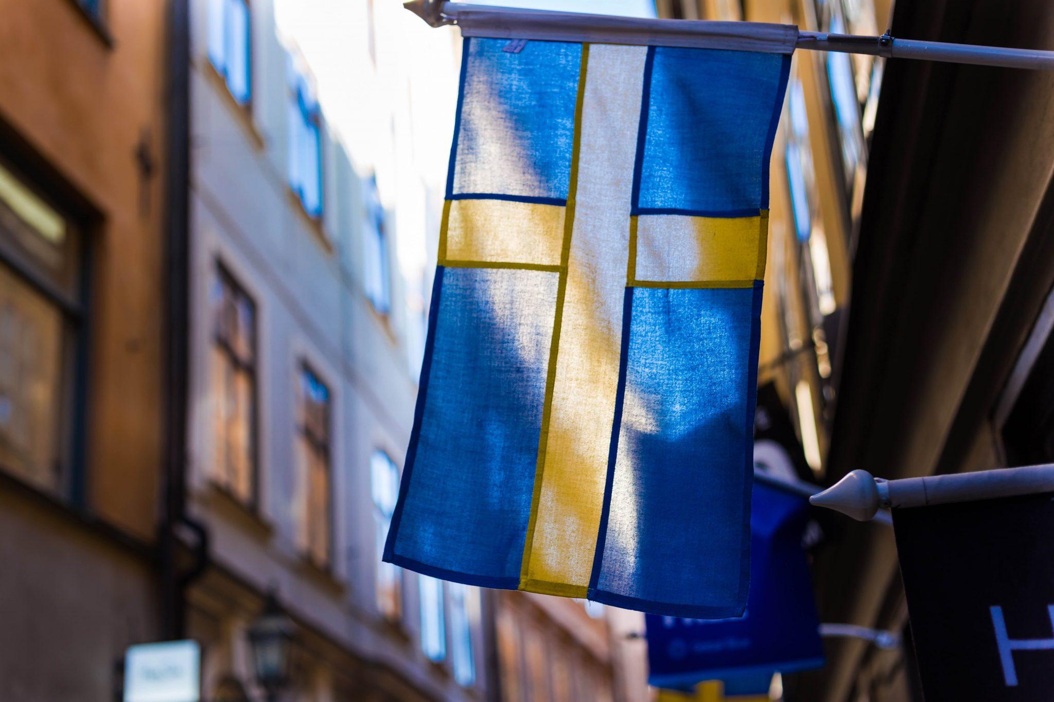 La bandiera della Svezia, che non riconosce il coronavirus come un problema nazionale