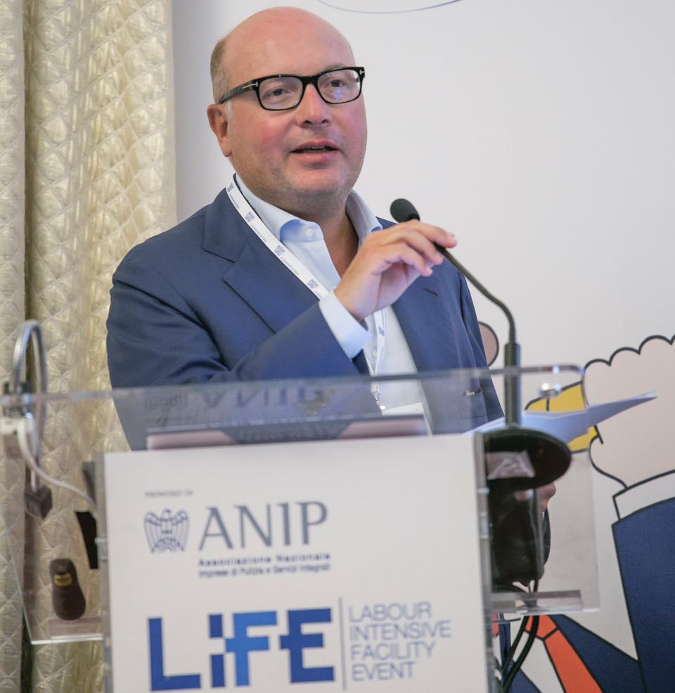 Lorenzo Mattioli, presidente ANIP intervistato da Senza Filtro sulla sanificazione della scuola