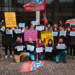 Educatori manifestano durante il COVID-19 per i disagi della loro categoria