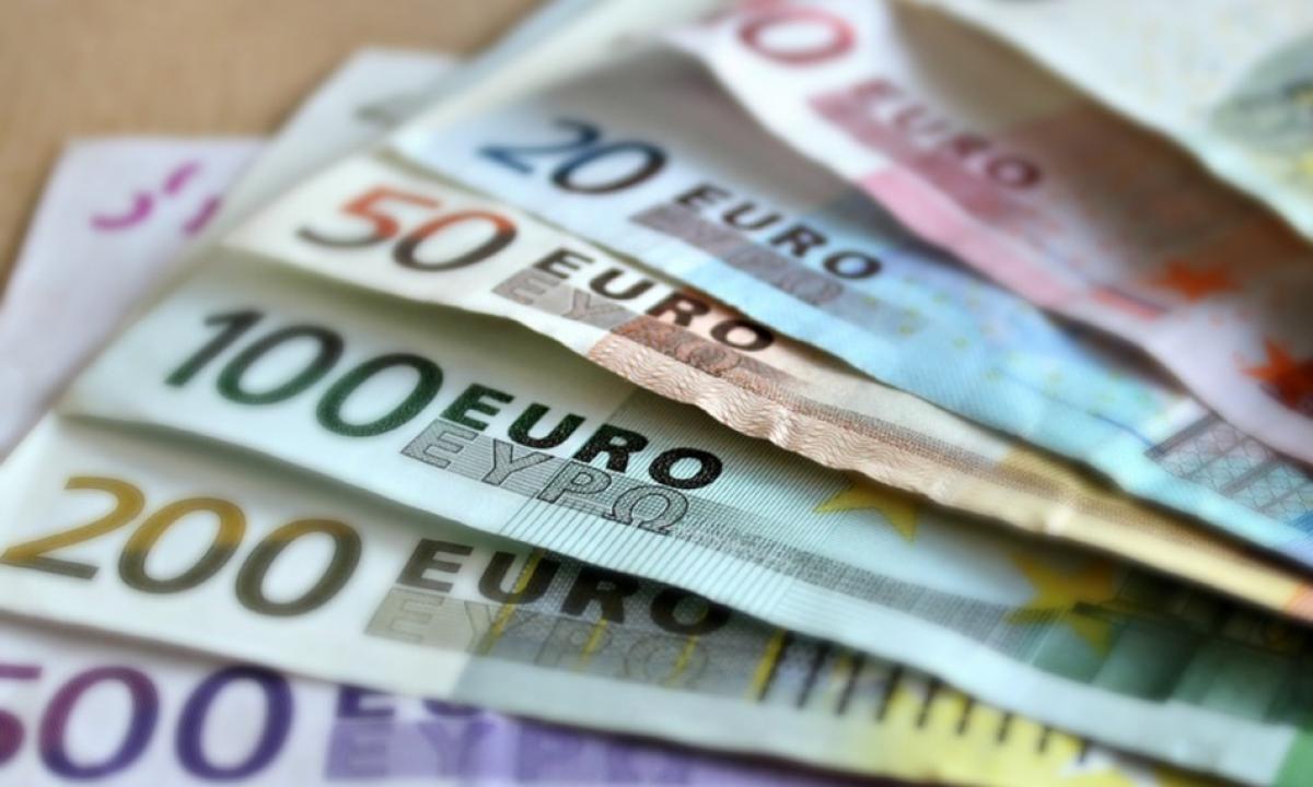 Banconote che rappresentano il 5 per mille