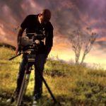 Audiovisivi, un'immagine dell'operatore Gunther Pariboni con la sua telecamera