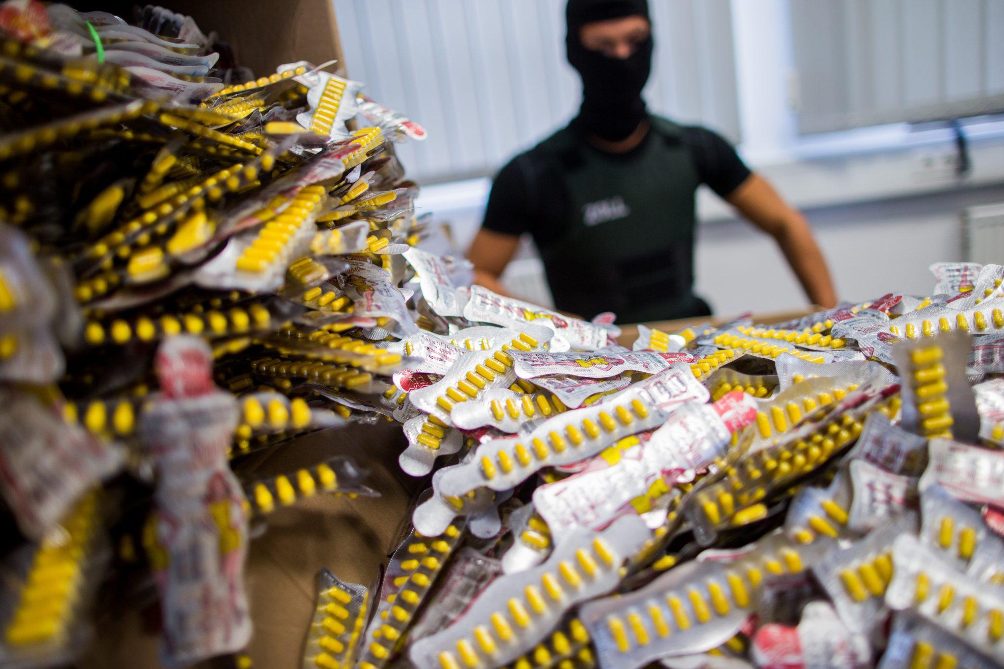 COVID-19: la criminalità organizzata dietro il mercato online di farmaci illegali