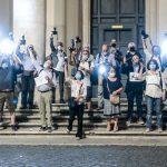 Fotografi in Piazza del Popolo a Roma durante il flash mob del 21 luglio 2020.