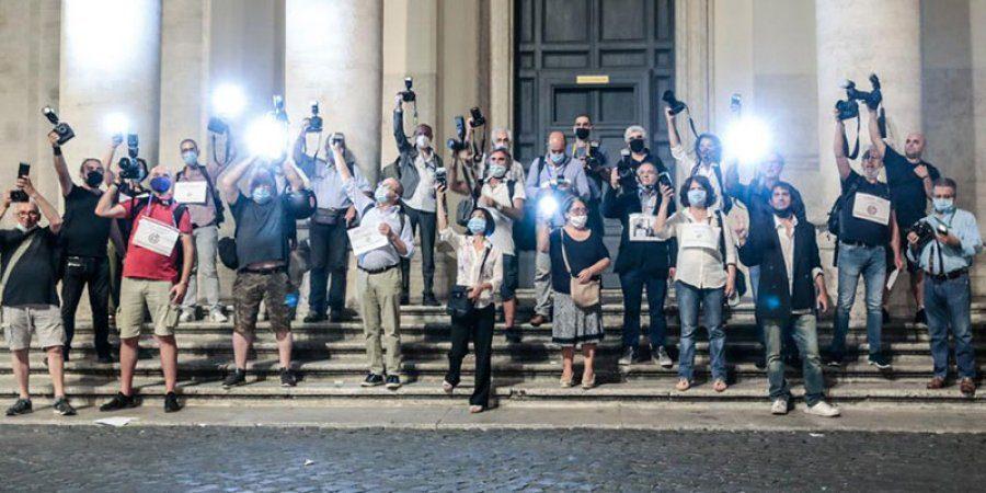 """Fotografi in piazza: """"Il nostro lavoro non è solo un click"""""""