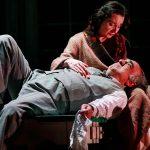 """La morte di un agente di commercio: Alessandro Haber e Alvia Reale in una scena di """"Morte di un commesso viaggiatore"""" di Arthur Miller."""