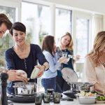 Esempio di multilevel marketing: una vendita a domicilio di utensili da cucina.