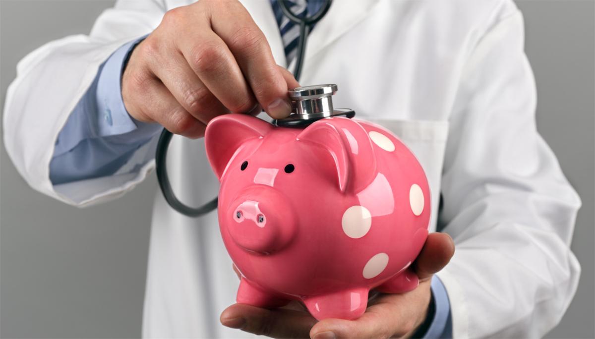 Sanità Lombardia, quell'euro all'ora tolto al medico di turno